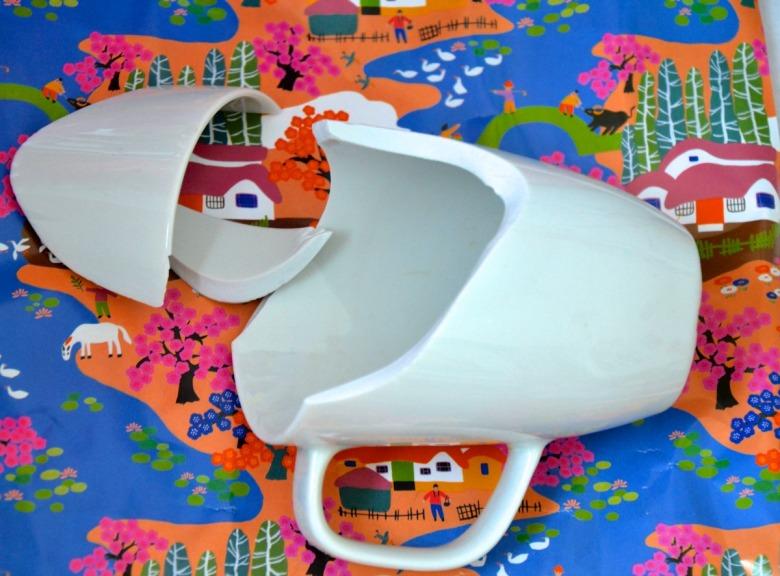 tazza bianca rotta